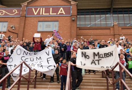 aston villa mcleish welcome protest